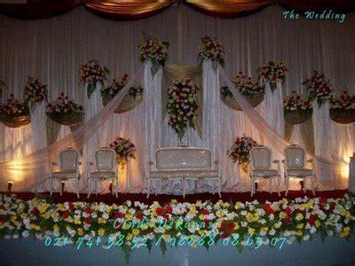 resepsi pernikahan mawar putih menggambarkan cinta