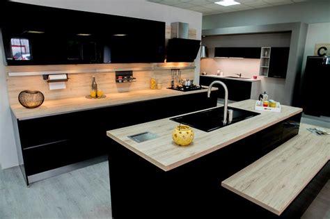 cuisine nobilia prix destockage modèle exposition cuisine focus 472 noir brillant à 4999 meubles uniquement