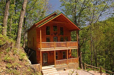 3 bedroom cabins in gatlinburg tn wolf den beautiful 3 bedroom cabin with theater