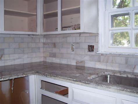 Gray Marble Backsplash : White Grey Stone Backsplash Home Design Idea Pros And Cons