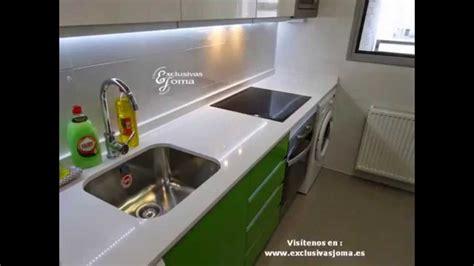 muebles de cocina en verde  blanco alto brillo tirador