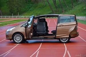 Ford B Maxsedile girevole per agevolare le persone con