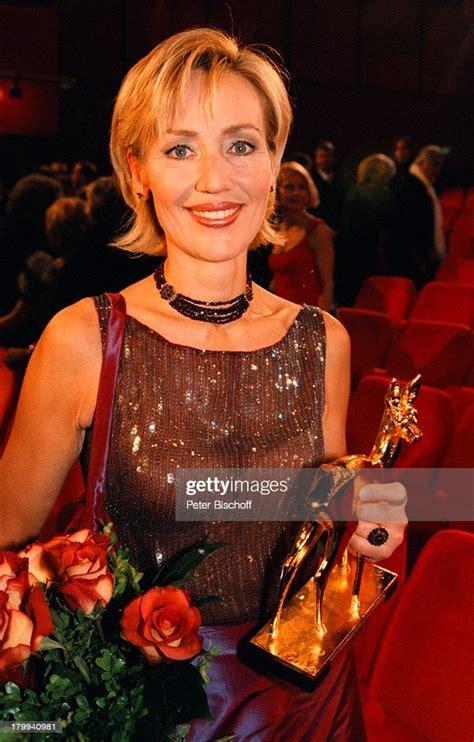"""Die mehrheit der zuschauer lehnt das ab. Petra Gerster, """"Bambi 99"""" Verleihung,;Musical-Theater am ..."""