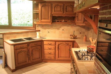 meuble haut cuisine cuisine rustique en chêne massif sculpté cuisines liebart