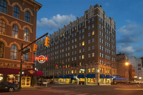 hton inn indianapolis downtown across from circle