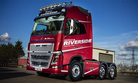red volvo truck hanbury riverside celebrates 1 000th new volvo with unique