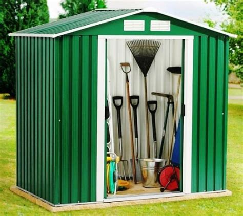 2 options how to small garden sheds