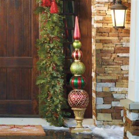 weihnachtliche deko ideen weihnachtsdeko im garten 30 ideen mit weihnachtskugeln