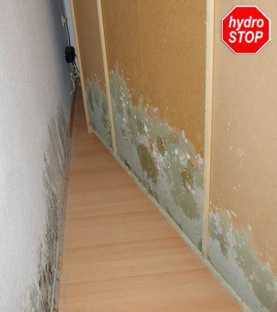 Schimmel Im Schlafzimmer by Wohnraum Feucht Feuchtigkeit Schimmel Wasserflecken