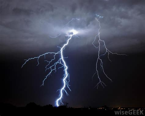What is Positive Lightning? (with pictures)