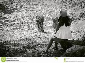 Fille Noir Et Blanc : noir et blanc de la petite fille mignonne asiatique seul s ~ Melissatoandfro.com Idées de Décoration