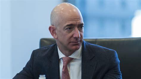 Jeff Bezos, presidente de Amazon, acumula fortuna de más ...