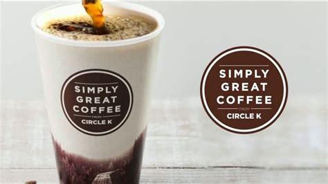 Napoje parzą najwyższej jakości ekspresy z dwoma młynkami. Circle K Simply Great Coffee TV Commercial, 'Start Your Morning Grind' - iSpot.tv