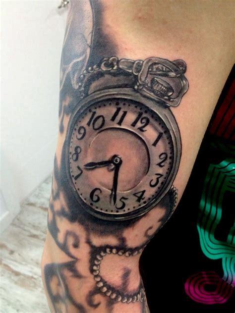 tatuaje reloj de bolsillo en brazo tatuaje reloj de