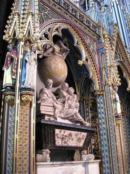 newtons tomb photo