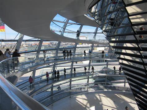 cupola reichstag reichstag berlino viaggi vacanze e turismo turisti per