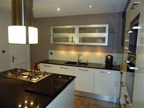granit blanc cuisine attrayant cuisine equipee blanc laquee 15 ophrey cuisine blanche granit noir pr233l232vement