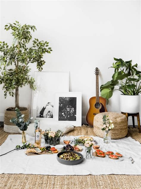 Indoor Picknick by How To Create The Indoor Picnic Date Broma