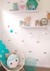 chambre blanche avec stickers nuage pour les petites princesses reveuses