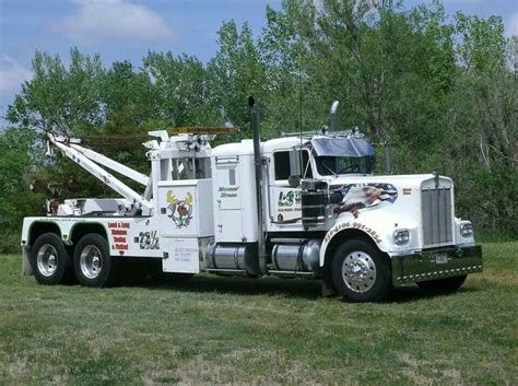 truck wreckers kenworth kenworth tow trucks recovery pinterest