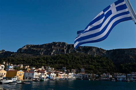 greece melarang muzik  mykonos  mengekang penyebaran covid