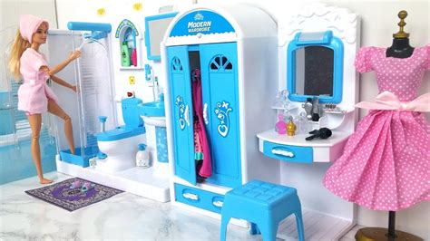 barbie bathroom bedroom morning routine barby dmy alhmam ghrf nom barbie banheiro quarto youtube