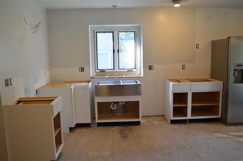 how to install kitchen cabinets diwyatt installing the base cabinets loving here