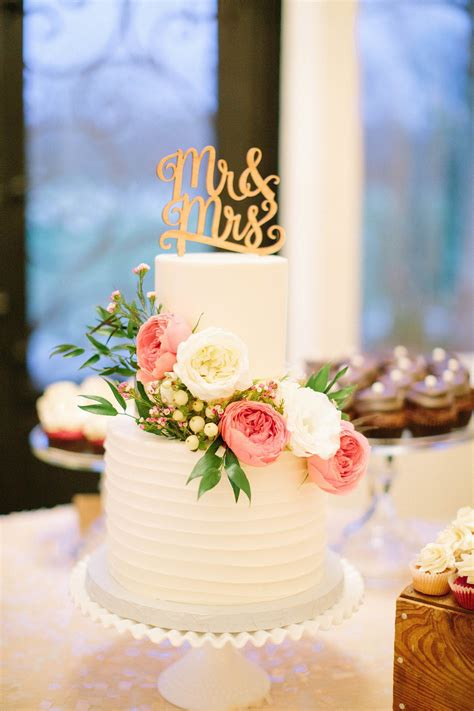 Romantic Texas Winter Wedding In 2019 Cool Wedding Cakes