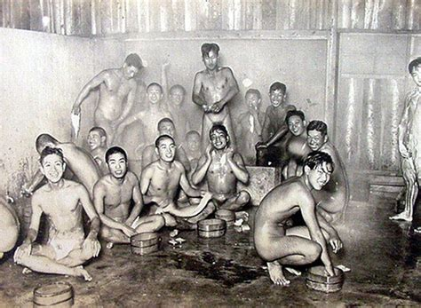 Japanese soldiers in a bath house - World War II | W 旧陸軍 Imperial Army of Japan | Pinterest ...