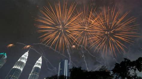 happy  year  ushered   india  world