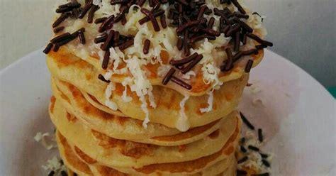 Jika semua bahan sudah dipastikan ketersediaanya, kini buat lubang di tengah campuran pancake, masukkan campuran susu ke dalamnya dan kocok. Resep Pancake Oatmeal Coklat Keju oleh Wieka - Cookpad
