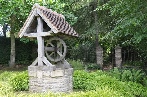 File:Water well in garden of Cambremer (France).JPG