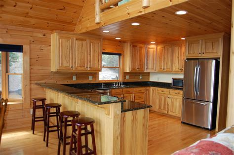 Hickory Kitchen Cabinets: Natural Characteristic Materials