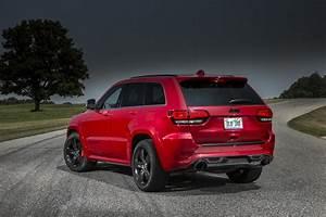 Jeep Cherokee Srt : 2015 jeep grand cherokee srt adds 5hp red vapor special edition carscoops ~ Maxctalentgroup.com Avis de Voitures