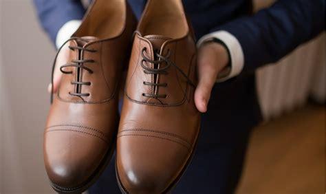 match  blue suit  brown shoes  style