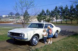 Garage Chevrolet : 1967 chevrolet camaro rolls out of the garage after 31 years ~ Gottalentnigeria.com Avis de Voitures