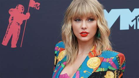 Taylor Swift Net Worth | GOBankingRates