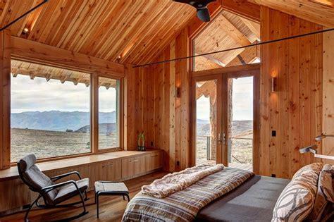 chambre en lambris bois maison en bois au cœur de la forêt hantée vivons maison