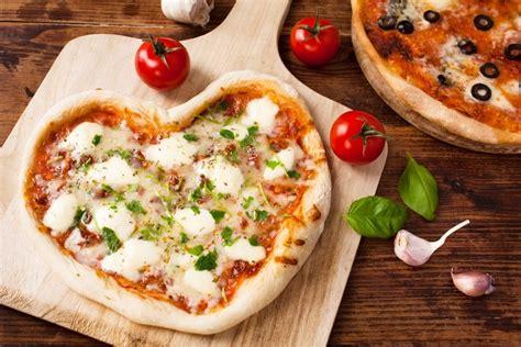 pizzas en forma de corazon  san valentin recetin