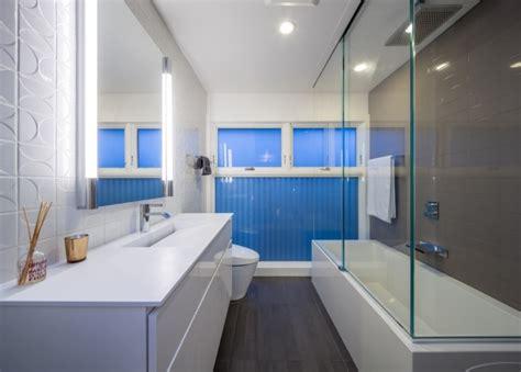 Long Narrow Bathroom Ideas by Petite Salle De Bains Avec Baignoire 27 Id 233 Es Sympas