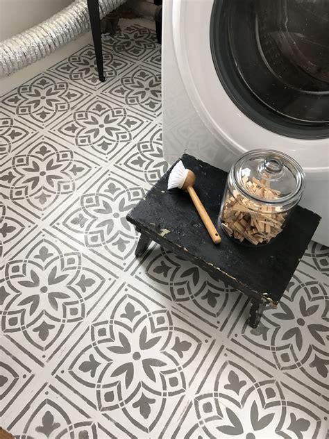 stenciled floor  ig attherusticpallet decorate