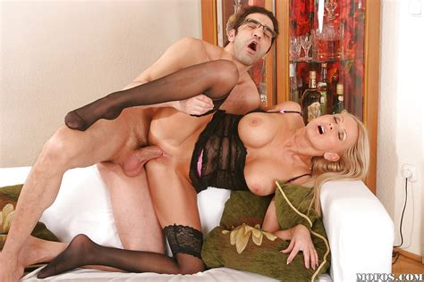 Mature Babe With Big Tits Winnie Fucking In Her Pussy In