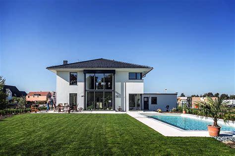 Moderne Häuser Stadtvilla by Moderne Stadtvilla Mit Zeltdach Dtp Tauber Und Partner