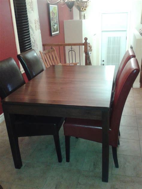 table de cuisine avec chaises table de cuisine en merisier avec chaises en cuirs cuisine la