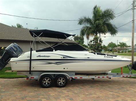 Deck Boat Yamaha by Hurricane 237 Sd Deck Boat With 200 Hp Yamaha 4 Stroke