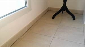 Hauteur Plinthe Carrelage : plinthe bois sur plinthe carrelage help food ~ Farleysfitness.com Idées de Décoration
