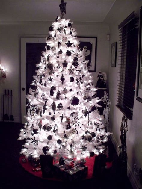 black xmas tree decoration ideas