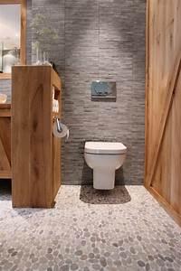 Comment Cacher Un Wc Dans Une Salle De Bain : 20 beste idee n over landelijke badkamer decoraties op pinterest kleine rustieke badkamers ~ Melissatoandfro.com Idées de Décoration