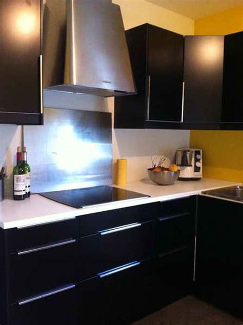 cuisine mur bleu affordable attrayant cuisine blanche et grise