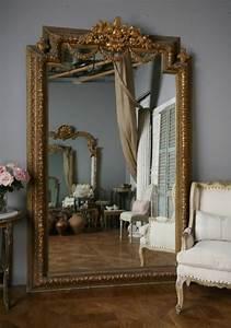 Miroir Baroque Argenté : le miroir baroque est un joli accent d co ~ Teatrodelosmanantiales.com Idées de Décoration